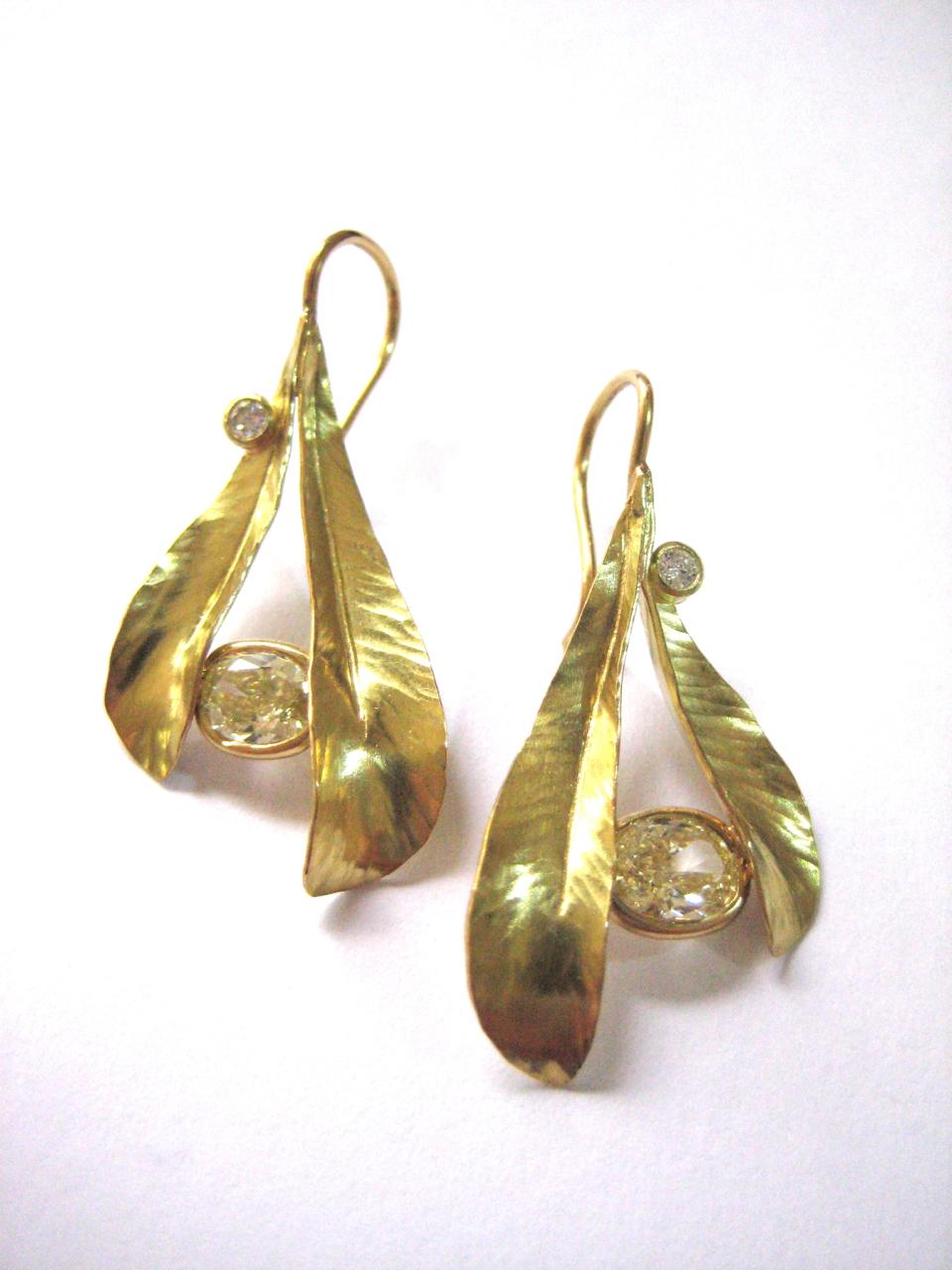Airy Double Leaf Earrings