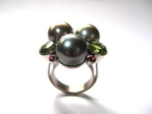 Nesting Pearls Ring