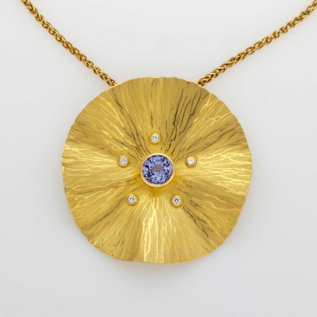 sapphire gold necklace radiant